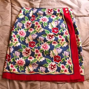 Cute Women's skirt with buttons to hold closed!